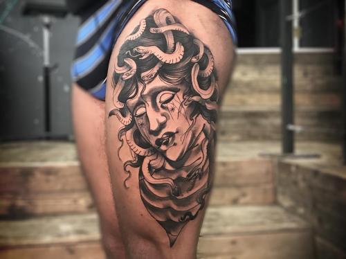neotraditional-Medusa-tattoo-leg-sleeve-bodine-ester-tattoo-shop-amsterdam