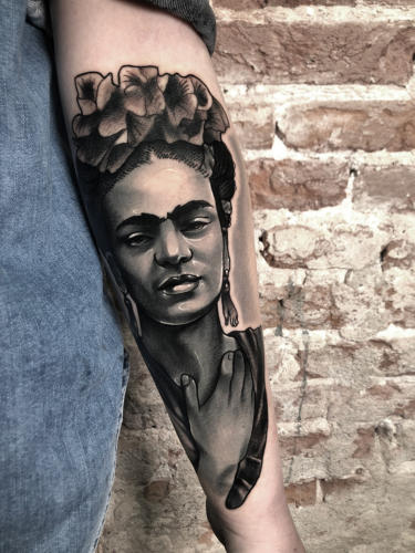 Frida-kahlo-portrait-tattoo-amsterdam-tattooshop