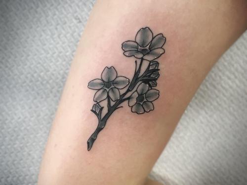 Neotraditional-flower-tattoo-small-tattoo-tiny-tattoo-amsterdam-tattoo-shop